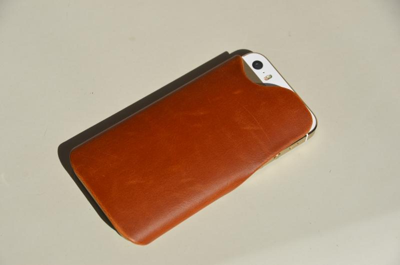秋っぽいiPhoneケース Apple純正ケースとKEICS(ケイクス)モバイルラップの2種類購入レビュー